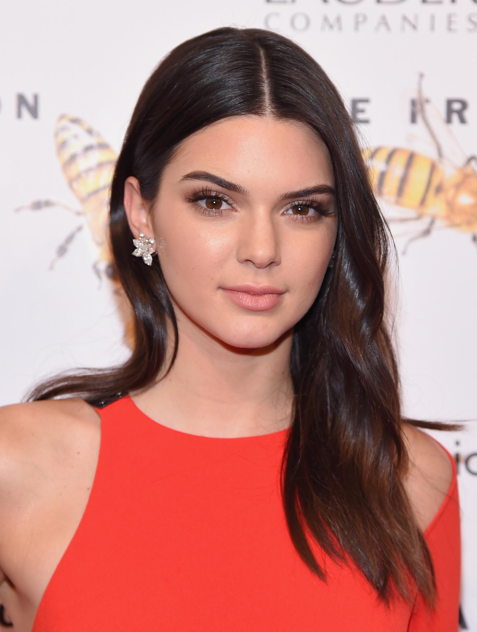 Kendall Jenner 2018 Hair Eyes Feet Legs Style Weight