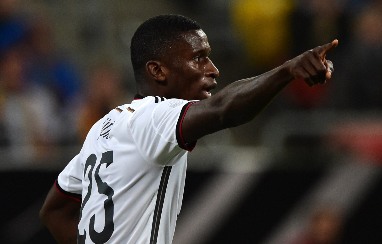 Chelsea close to pleting €40m deal for Antonio Rudiger with