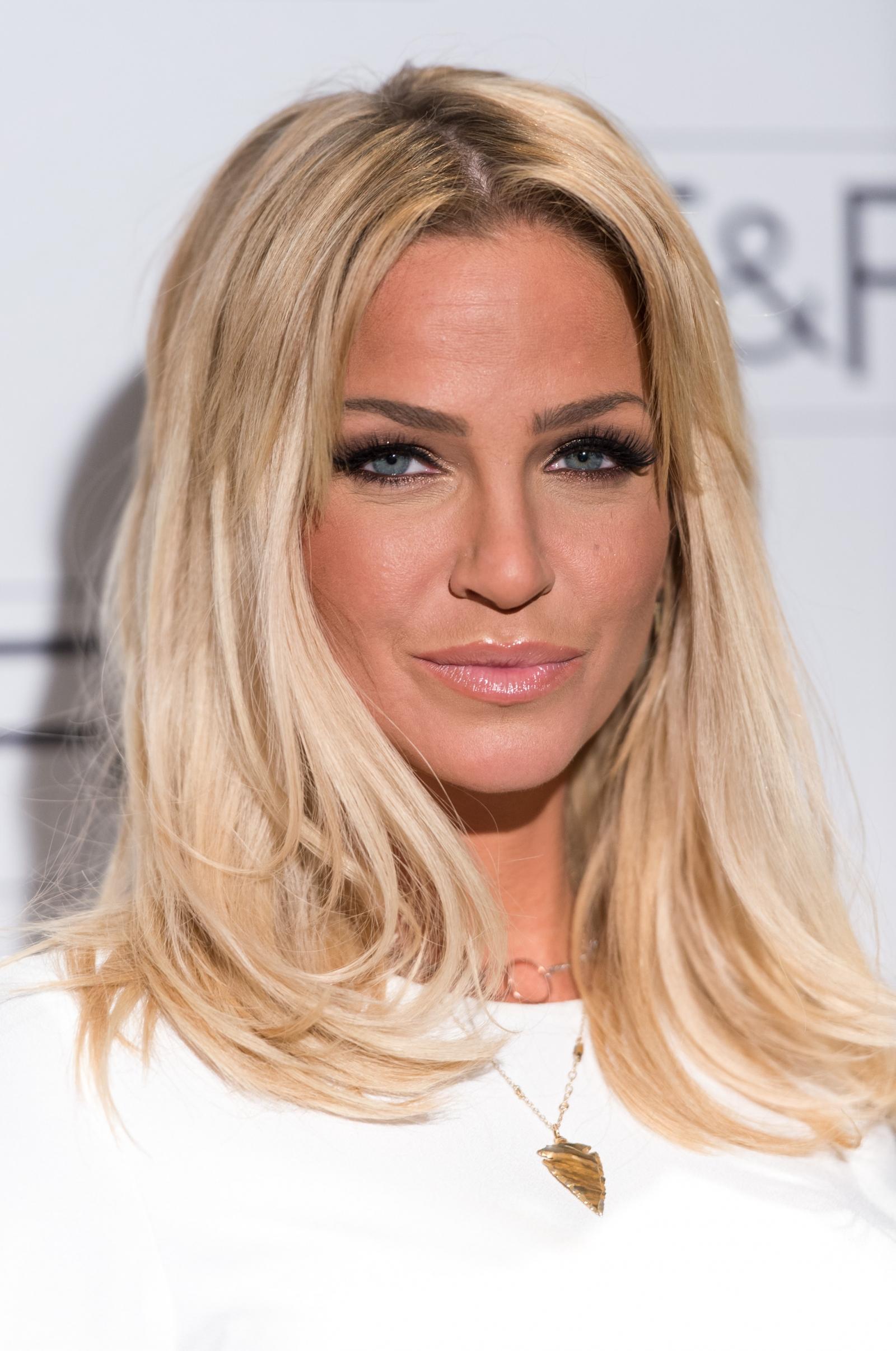 Sarah harding miming coronation street actress ridiculed for awful