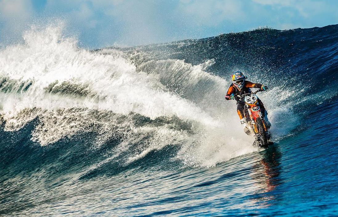 #RobbieMaddison, el #motociclista que 'surfea' con una motootociclista que 'surfea' con una moto