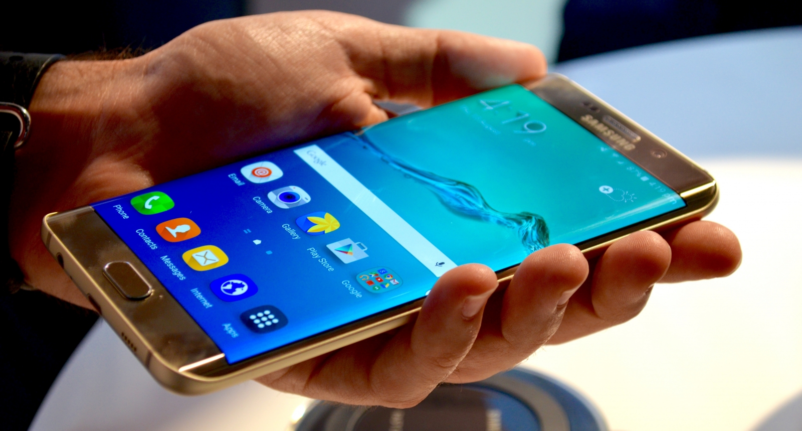 Samsung Galaxy S6 edge Plus hands-on: Is bigger better?