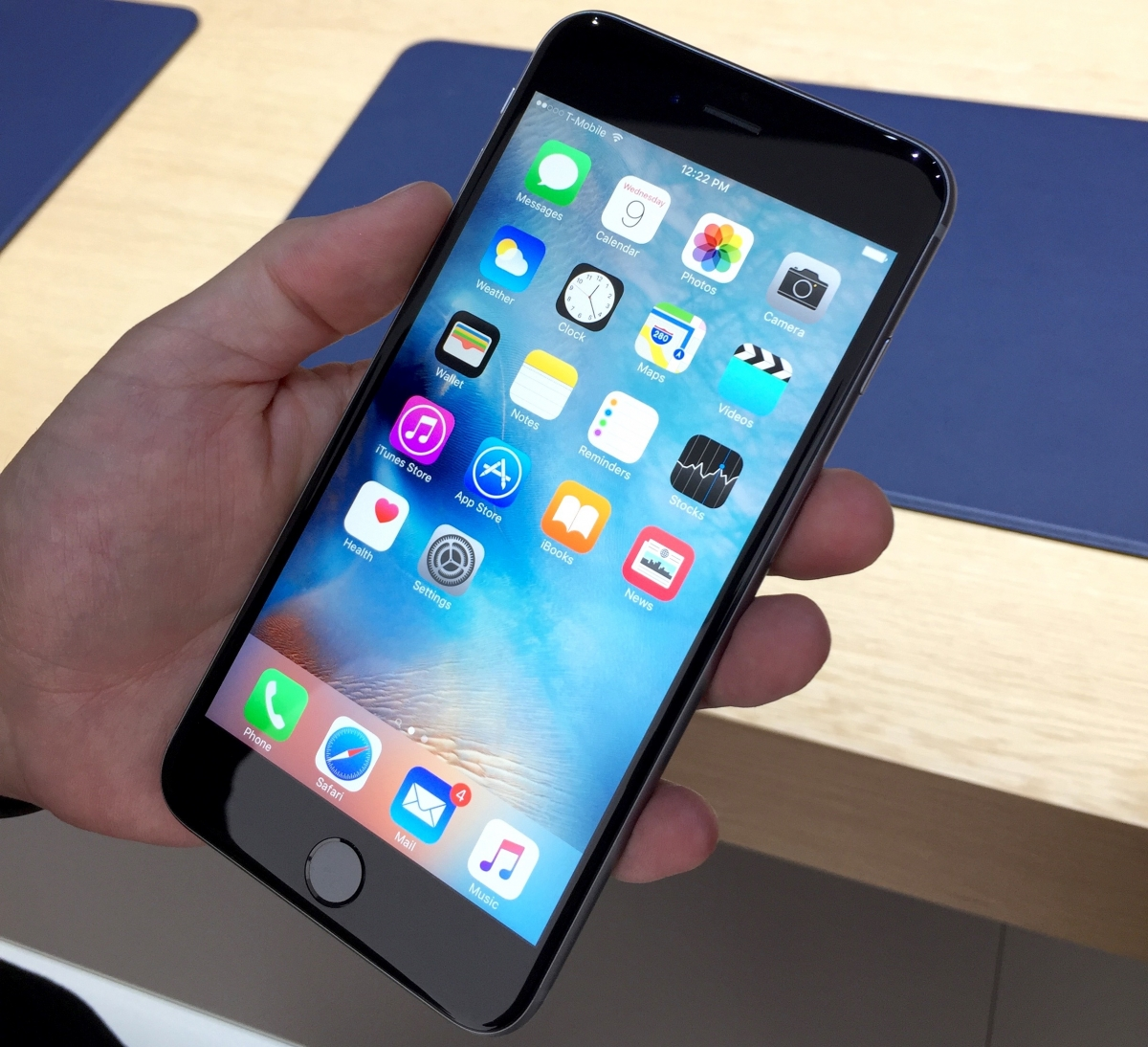 IPhone 6s And Plus First Look Hands On With 3D Touch