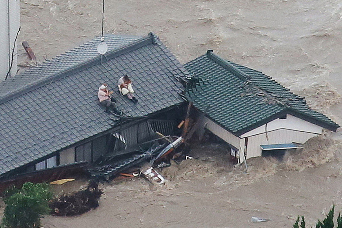 Japan floods: Couple and their dogs rescued from rooftop ...