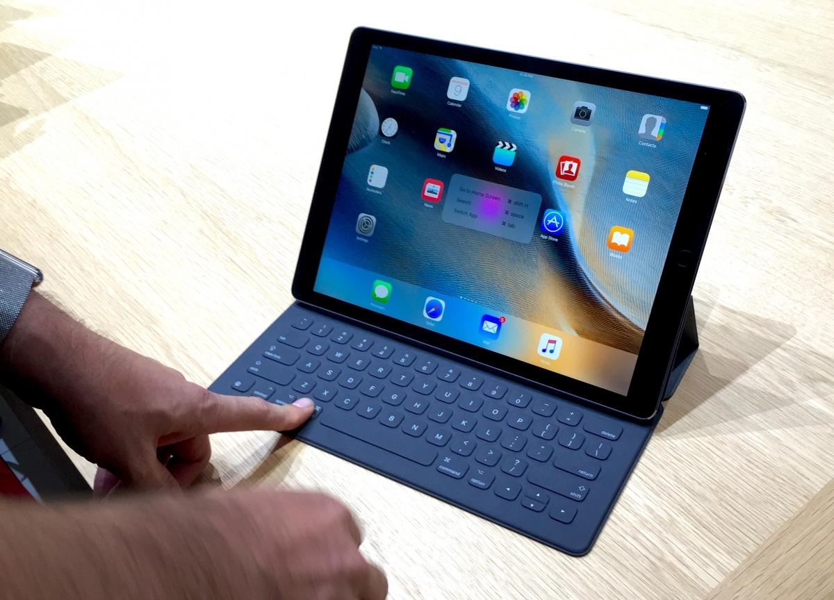 macbook pro touch bar CNET