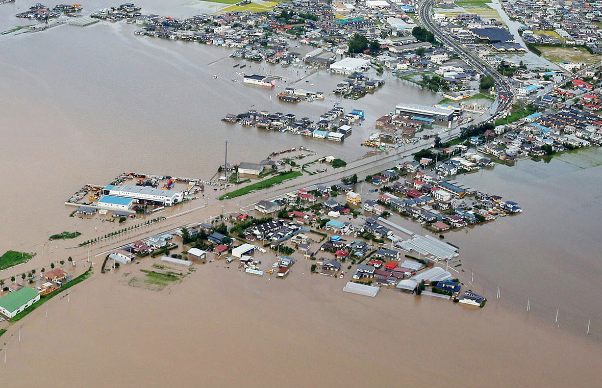 Japan storm Etau floods