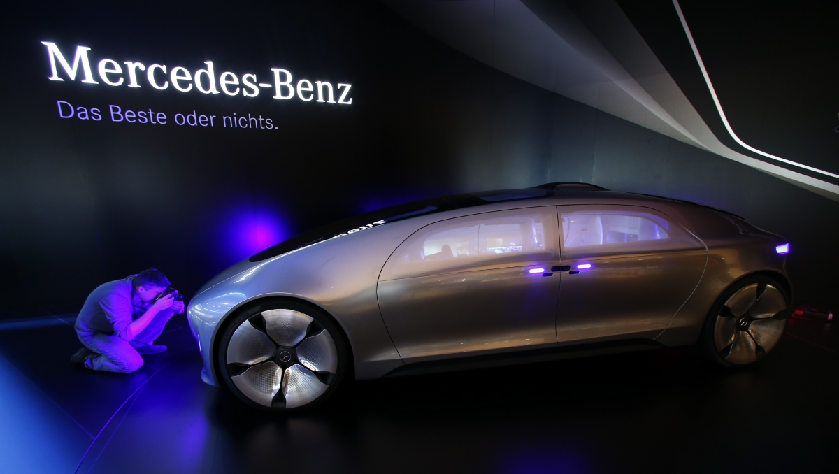 Mercedes planning self driving limousine service for Mercedes benz f service