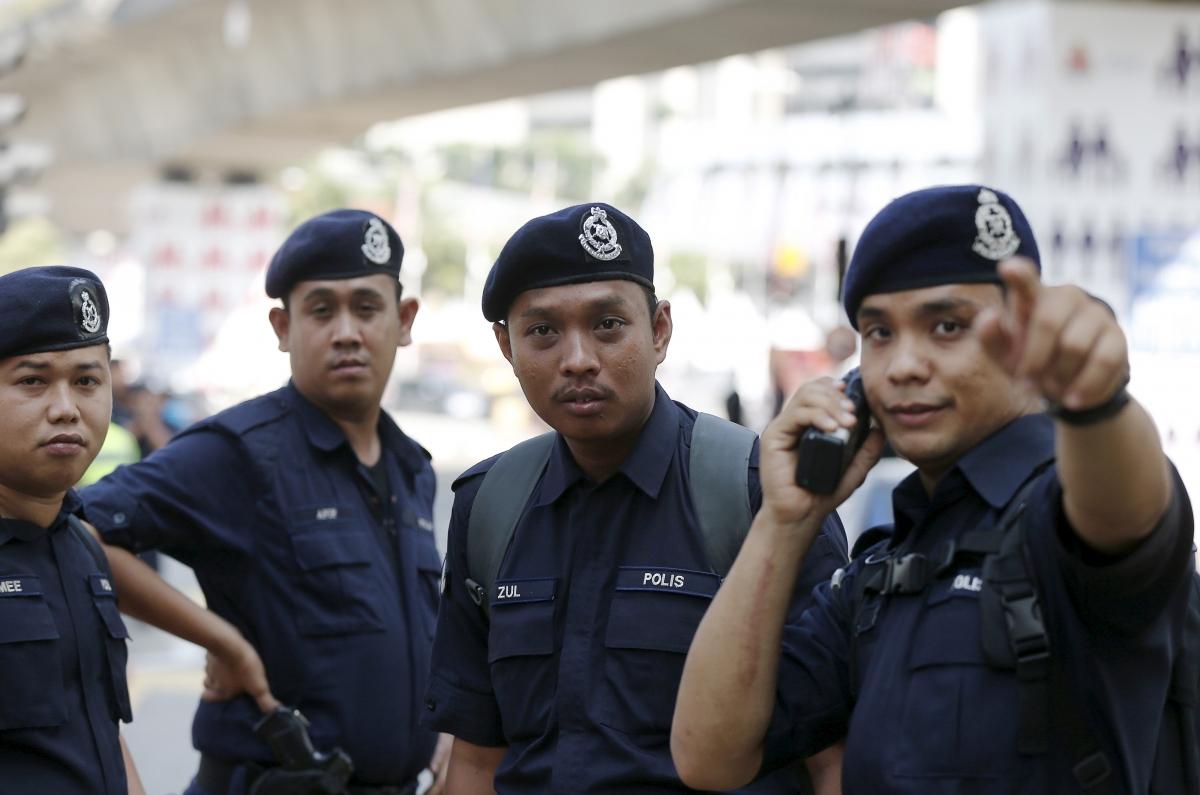 Kết quả hình ảnh cho police Muslim Malaysia