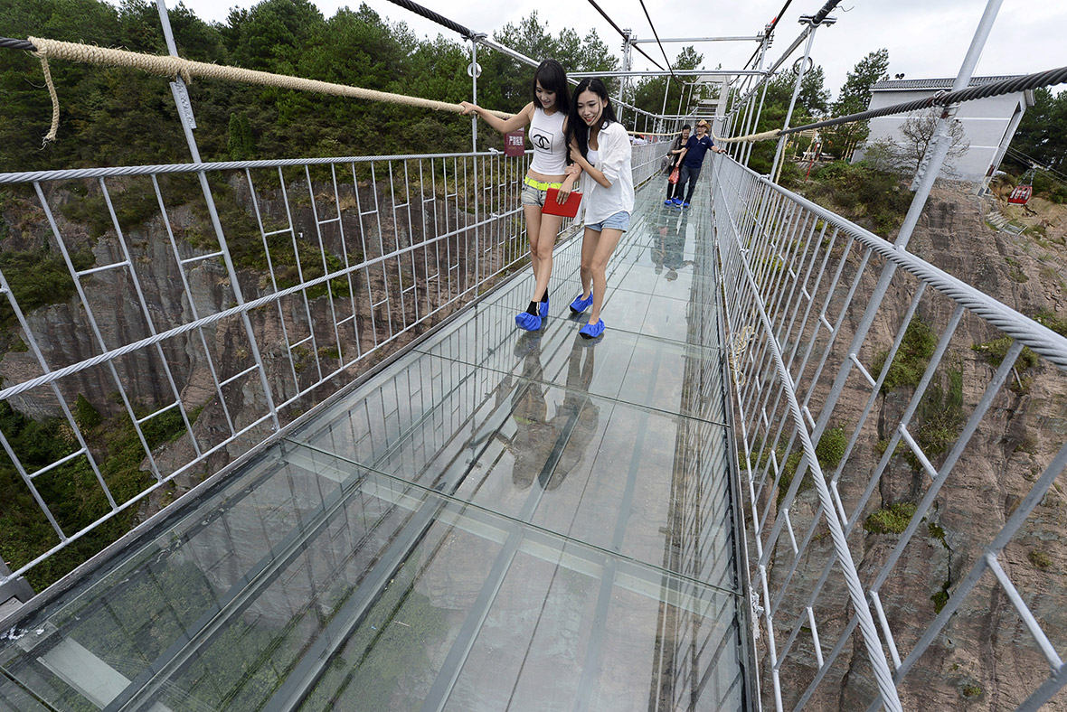 China are you brave enough to cross this glass bottomed for Suspension transparente