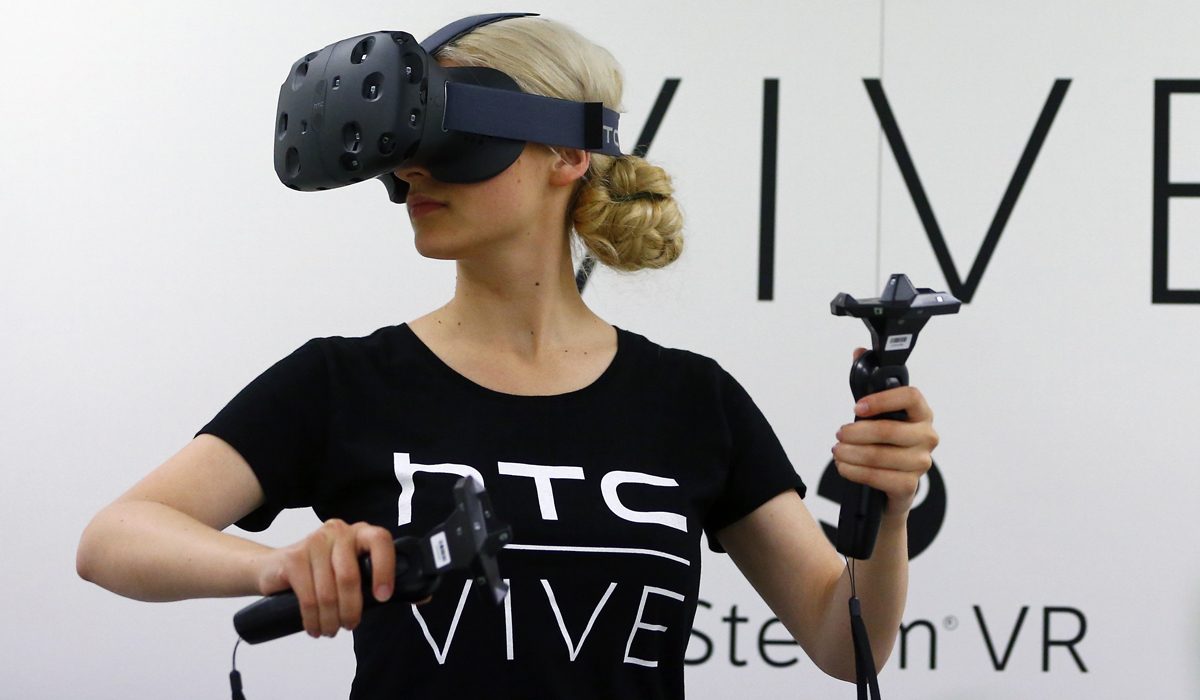 http://d.ibtimes.co.uk/en/full/1460977/htc-vive.jpg?w=736