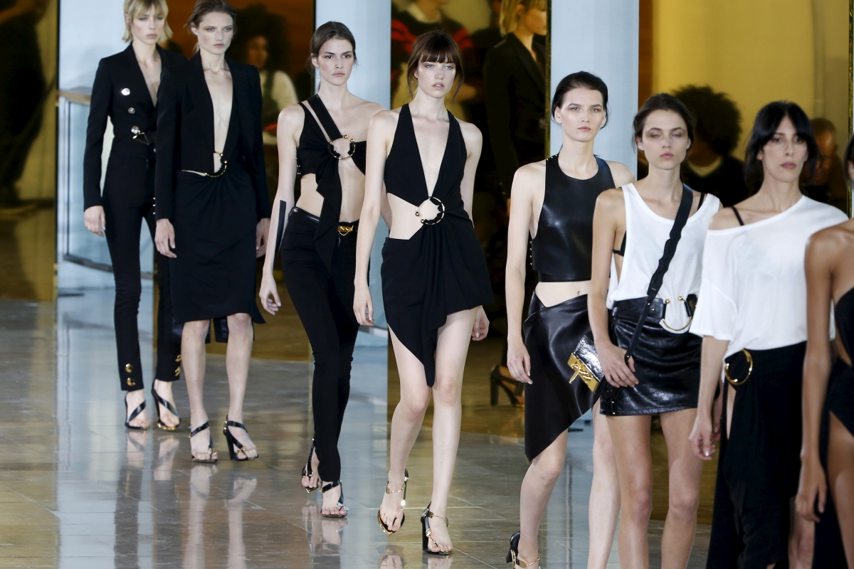 Paris Fashion Week 2015 Guide Celebrity Front Row Guests Models How To Watch Online And Dates