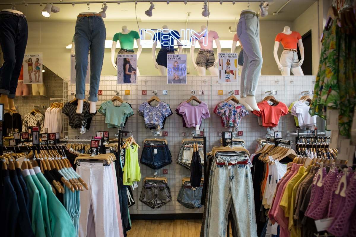 Buy clothes from USA, European and UK shops that deliver fashion and clothing worldwide with international delivery. These fashion shops deliver to most countries in the world, sometimes for free! .
