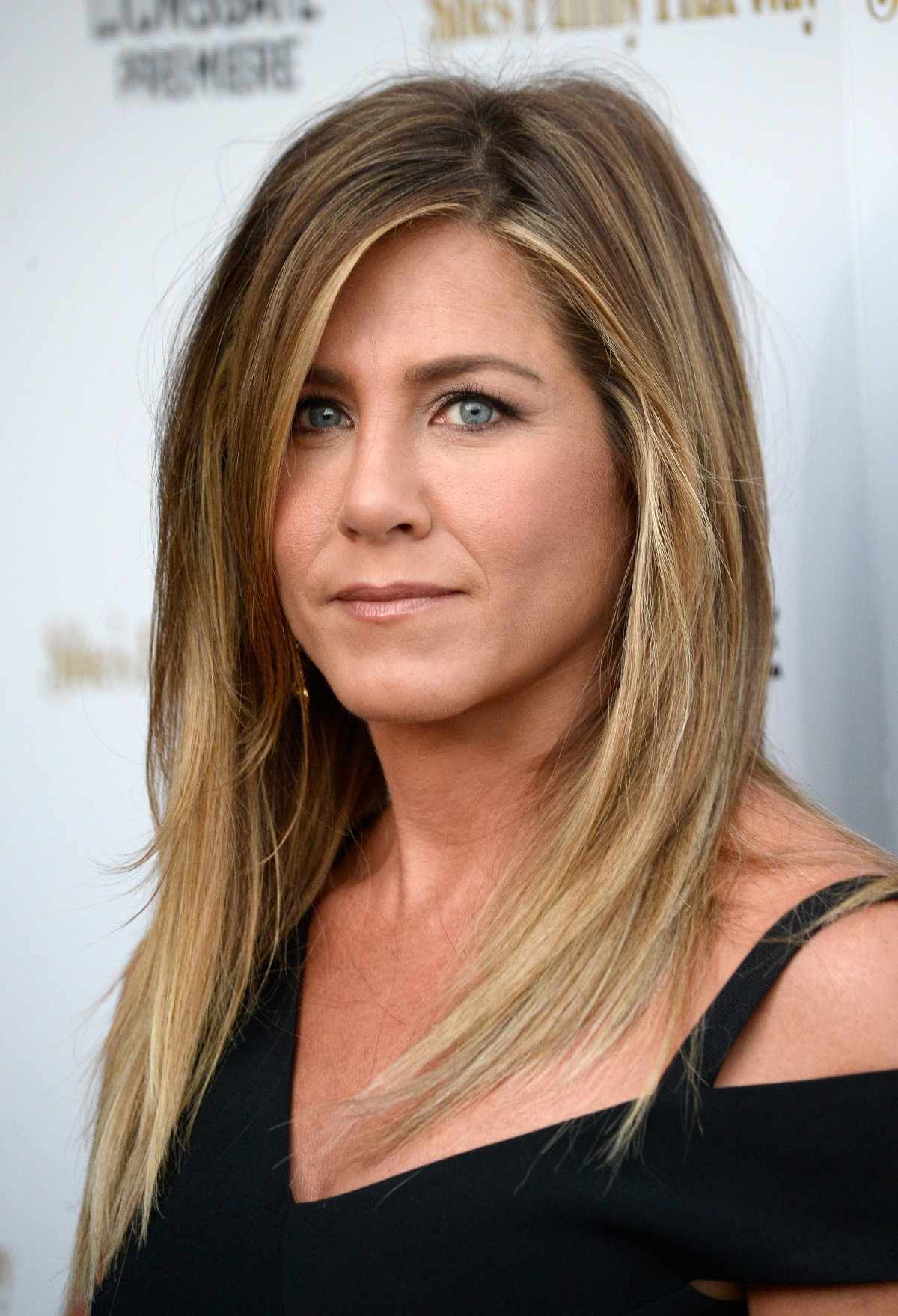 Jennifer Aniston's Snapchat debut photo is gorgeous