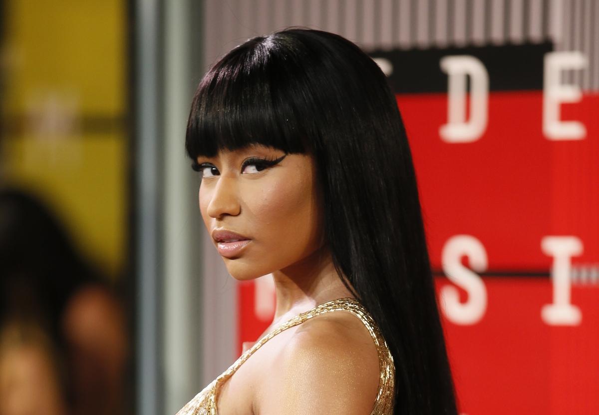 VMA 2014 Nicki Minajs Wardrobe Malfunction Explained