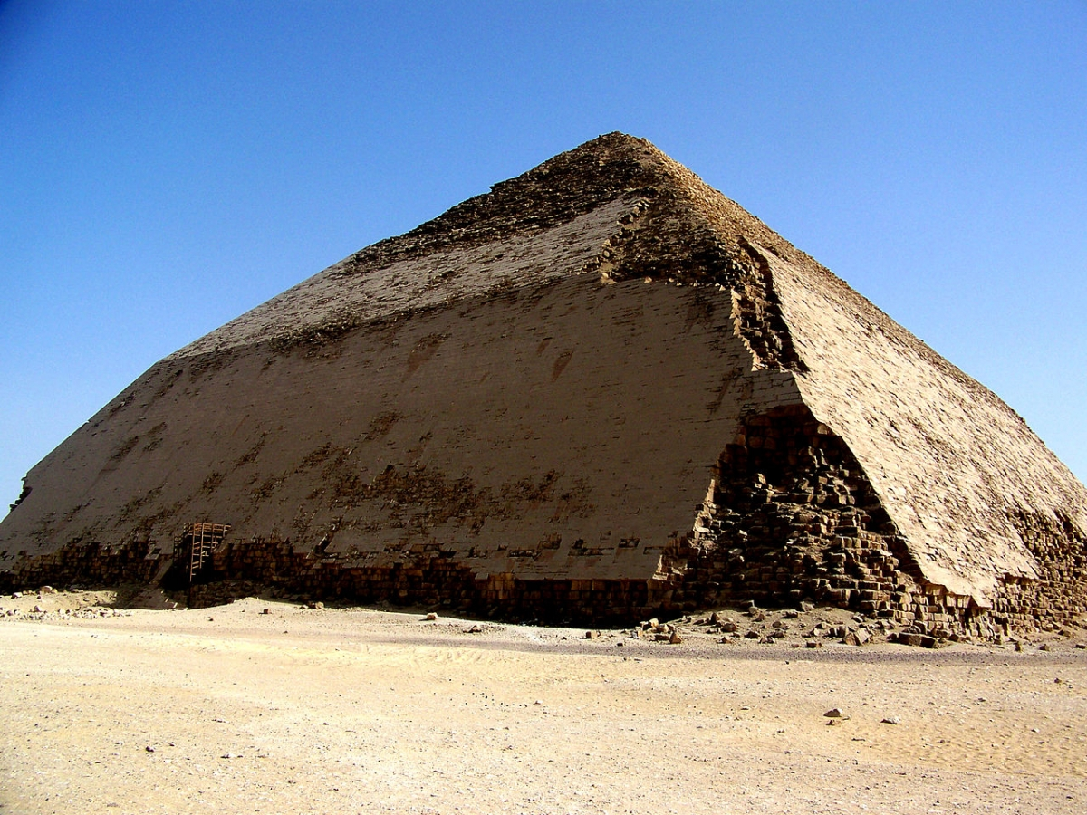 carbon dating egyptian pyramids Researchers used radiocarbon dating on fibers from the sacks to establish that  the pyramid construction took place as early as 2627 bc.