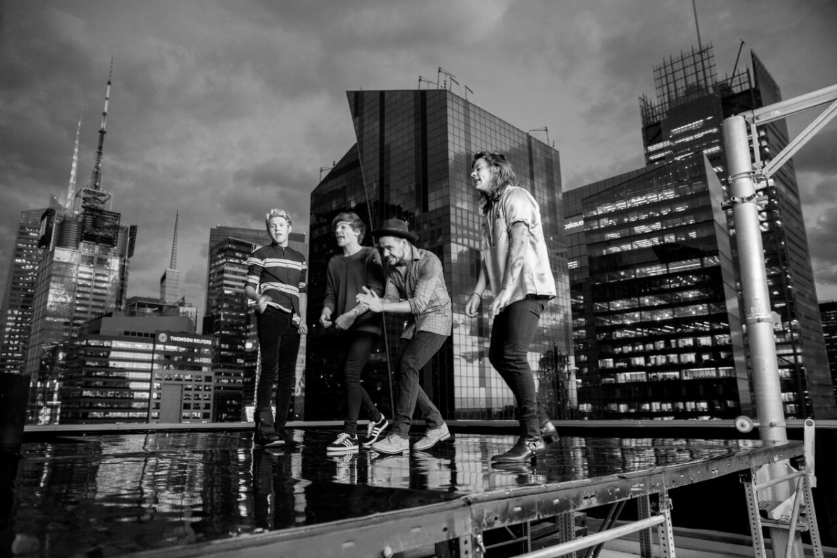 One Direction Perfect Music Video Watch Harry Styles And Bandmates Trash Hot