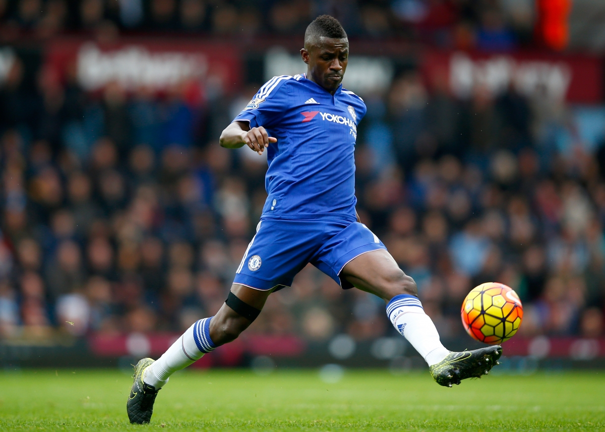 Chelsea midfielder Ramires rejects talk of player mutiny against