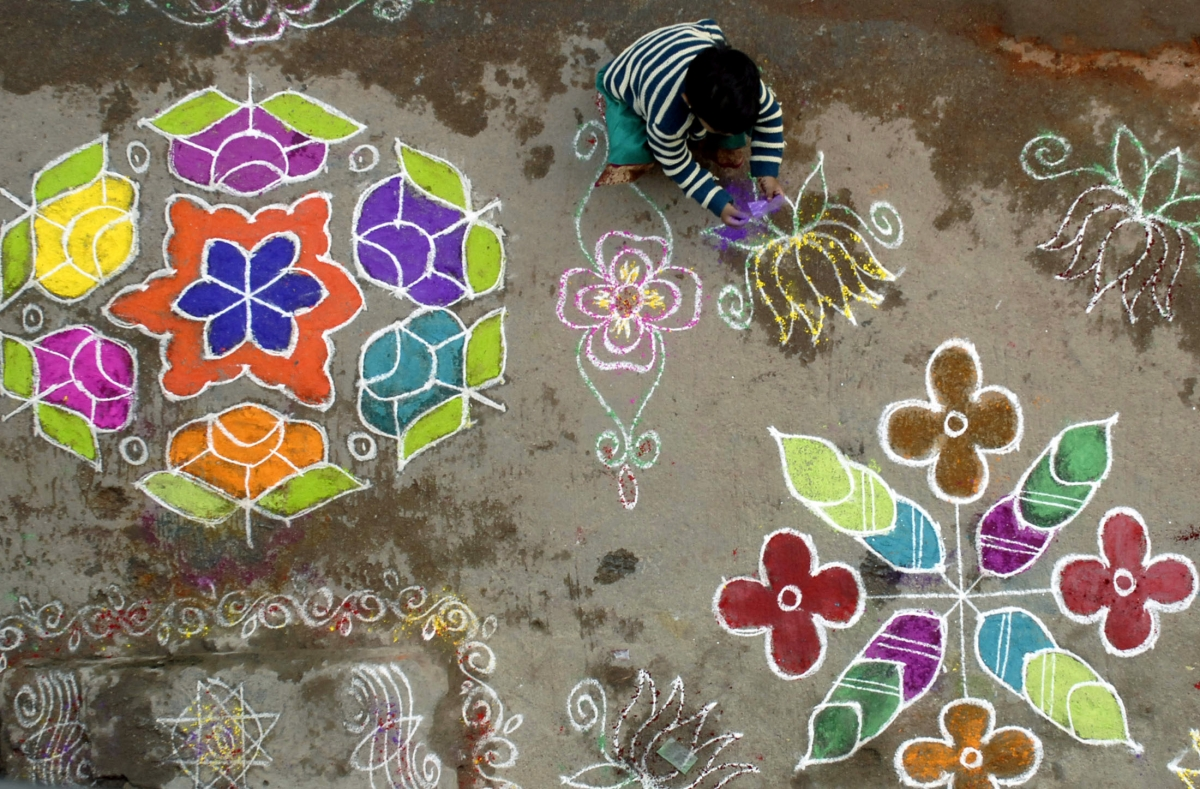 Rangoli designs in india for Floor rangoli design