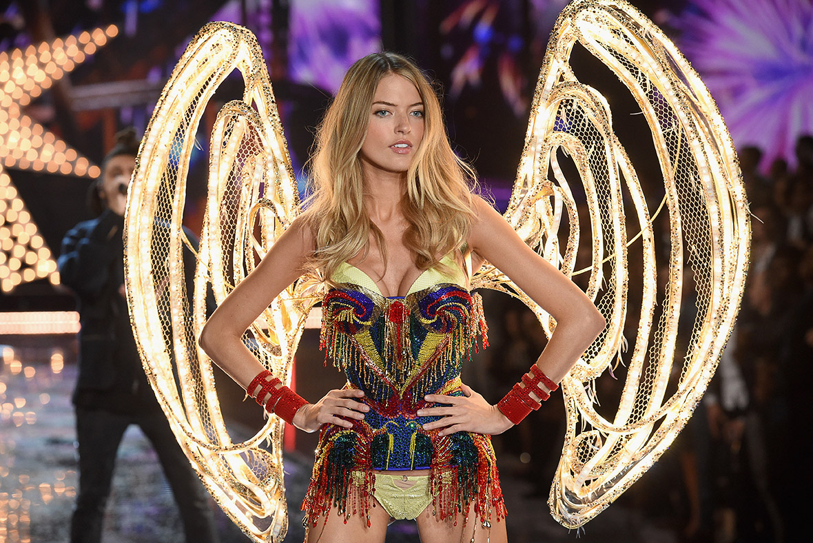 Victoria 39 S Secret Fashion Show 2015 Models Show Off
