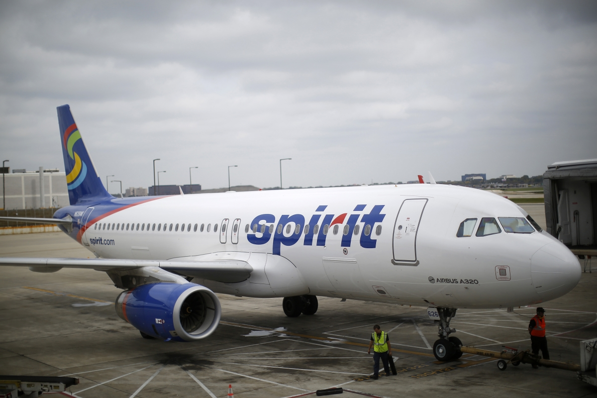 Loud music sparks fight videotaped in spirit airlines for Spirit airlines one way
