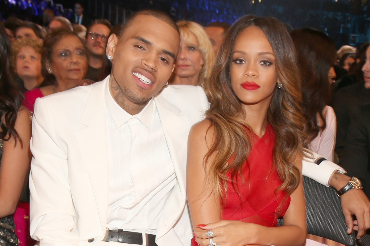 Twitter sides with Drake and Rihanna amid Chris Brown ...