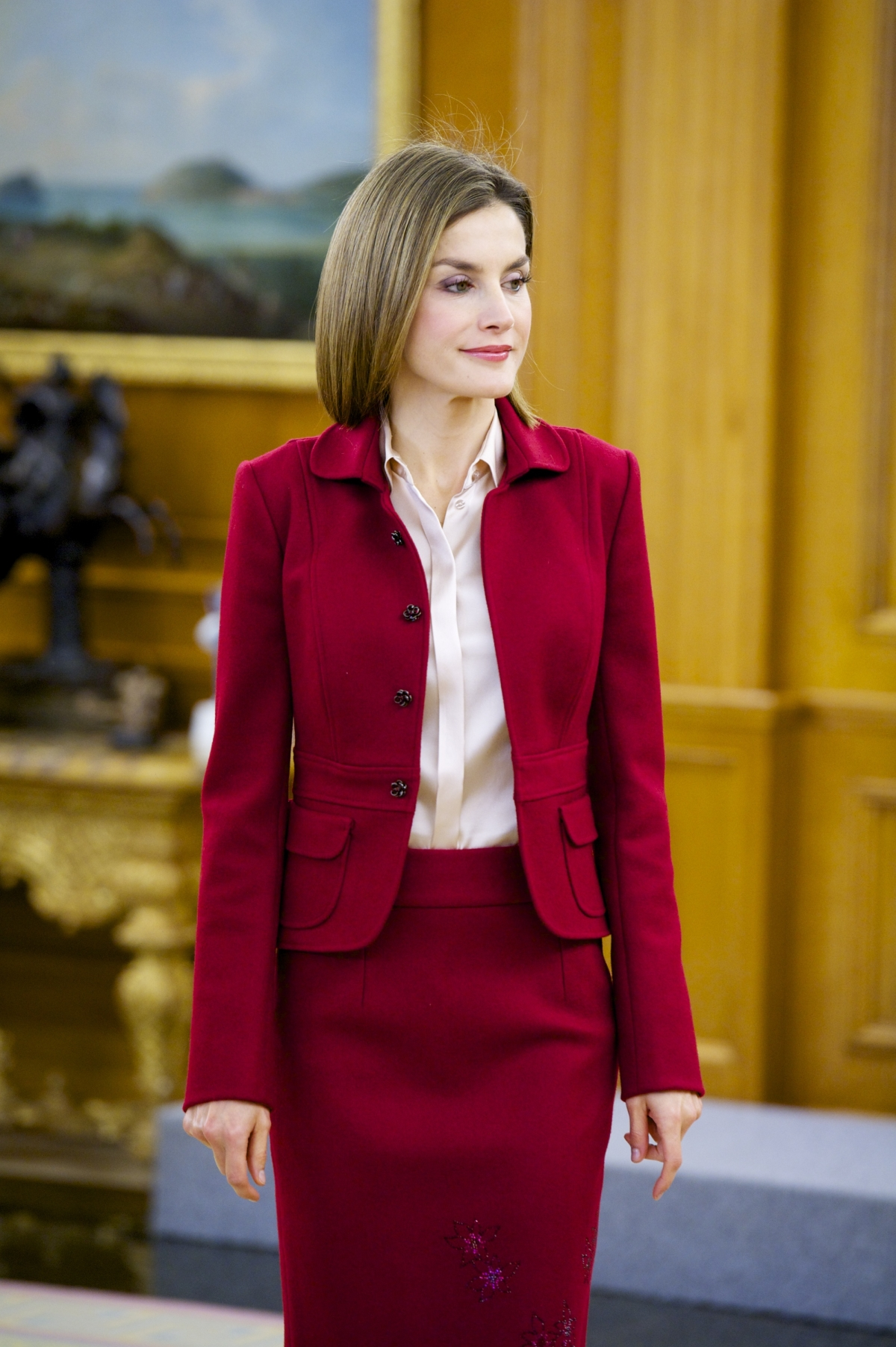 Spain S Queen Letizia Shines In Bold Red Skirt Suit At