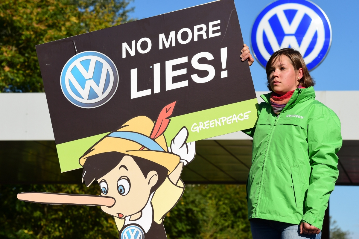 Volkswagen emission scandal: Carmaker to recall 2.5m vehicles in Germany
