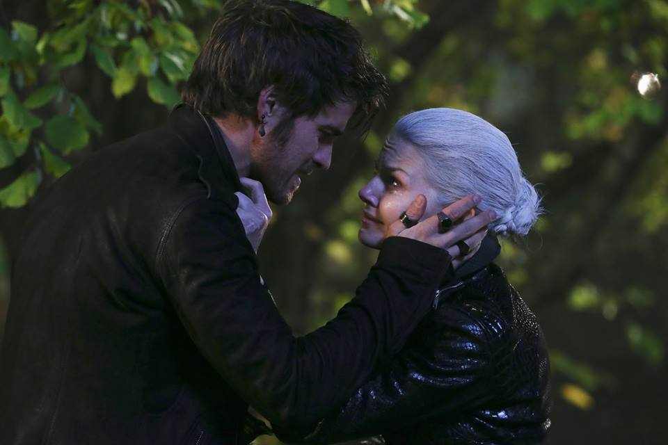 once upon a time season 4 emma and hook date It's no exaggeration that captain hook and emma have been through hell this season on once upon a time aside from becoming the dark ones, the two literally.