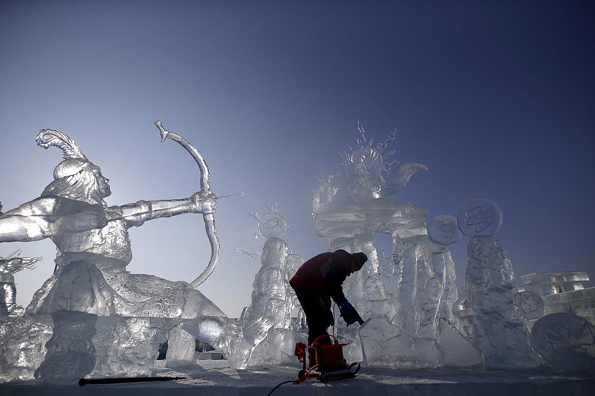 China Frozen city s ready for Harbin International Ice