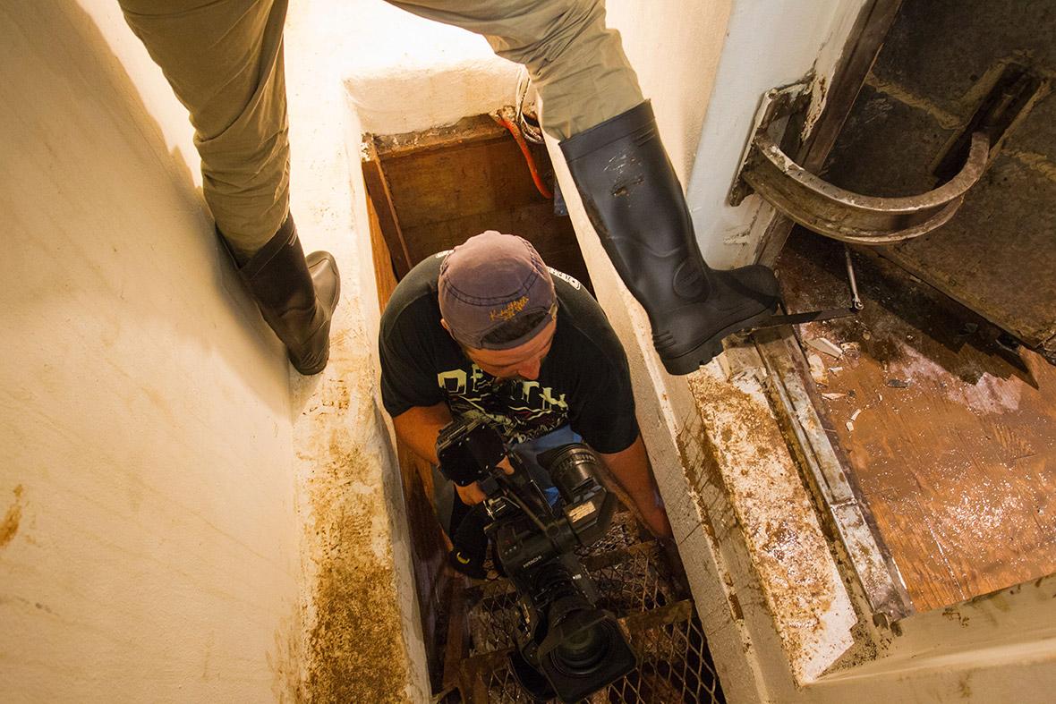 El chapo guzman for Hidden floor safes for the home