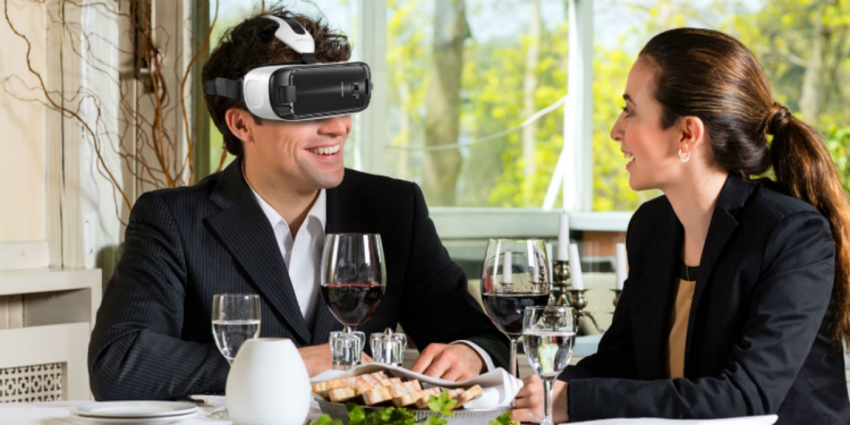 Fancy eating underwater? This Samsung virtual reality ...