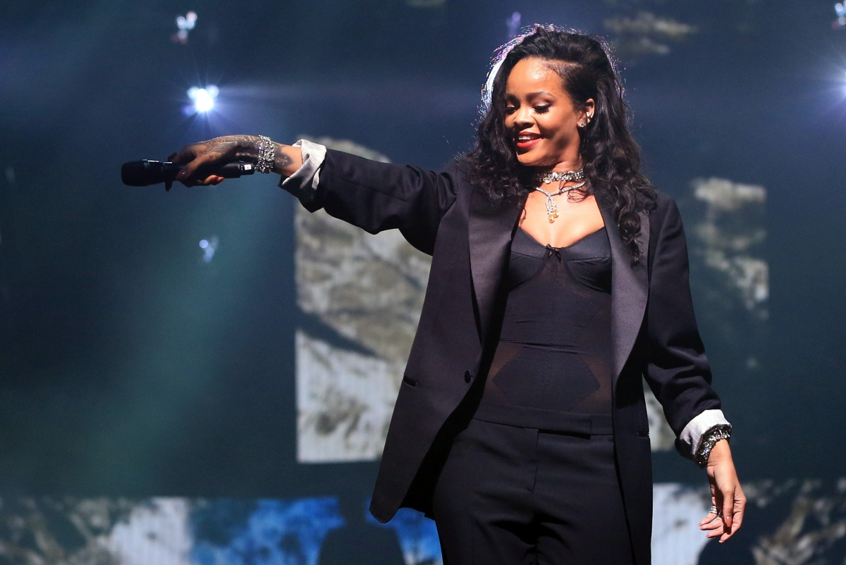 Rihanna - Anti: Pop star releases new album early as 'gift' to fans