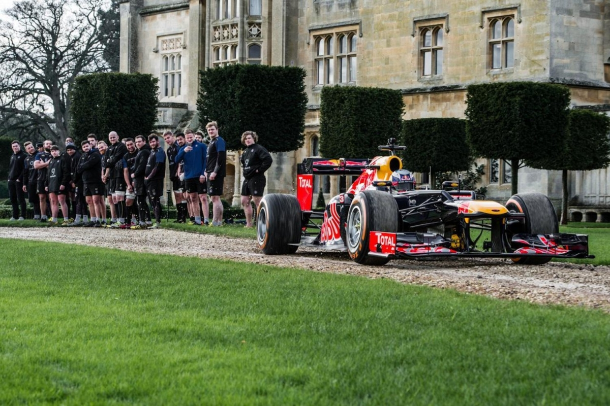 F1 car vs rugby players