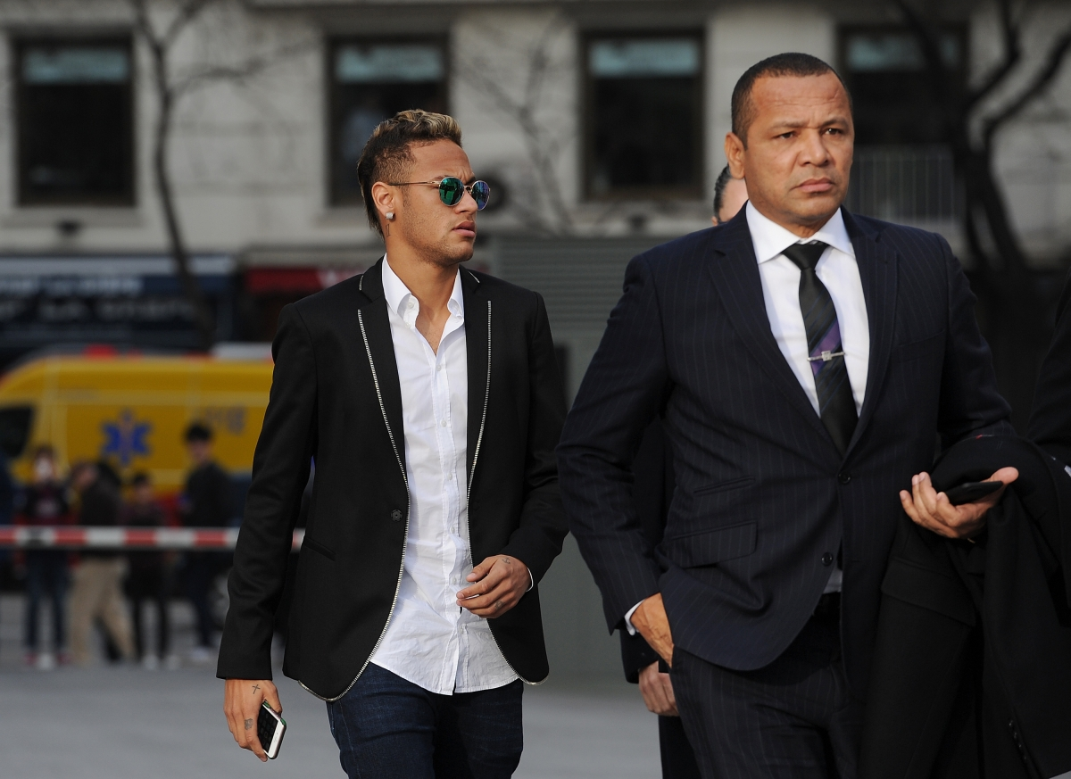 United offered a world-record fee for Neymar, says his father