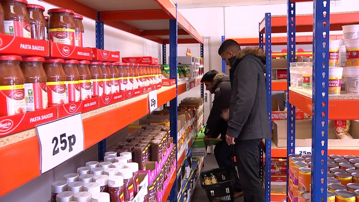 EasyFoodstore: Watch people empty the shelves of new 25p supermarket after only 2 days