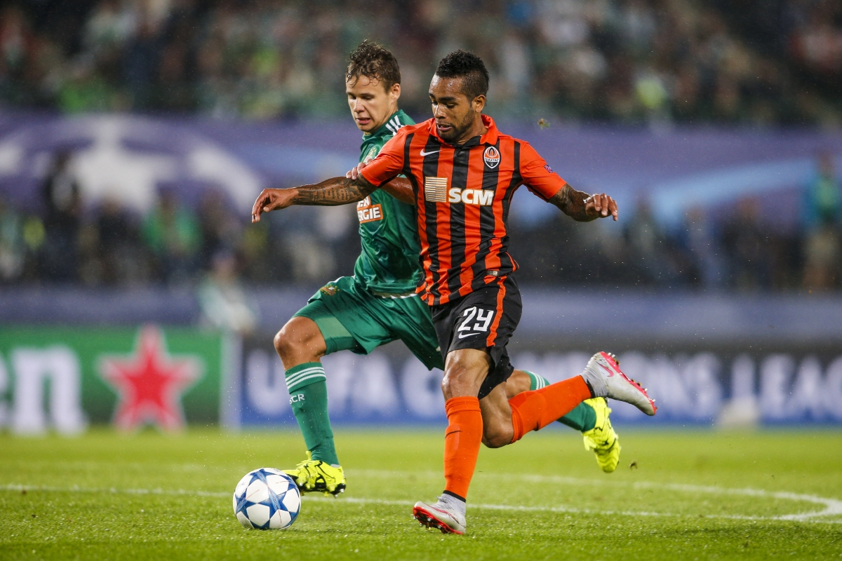 Liverpool have dodged a bullet not signing Alex Teixeira says Mark