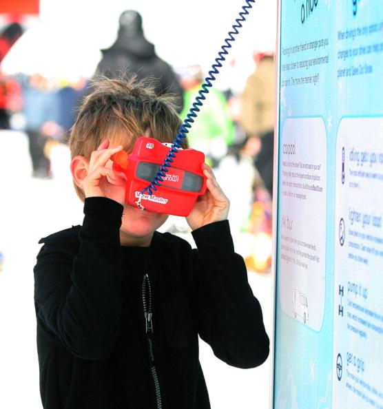 Mattel Announces $30 View-Master DLX VR Headset Based On Google Cardboard
