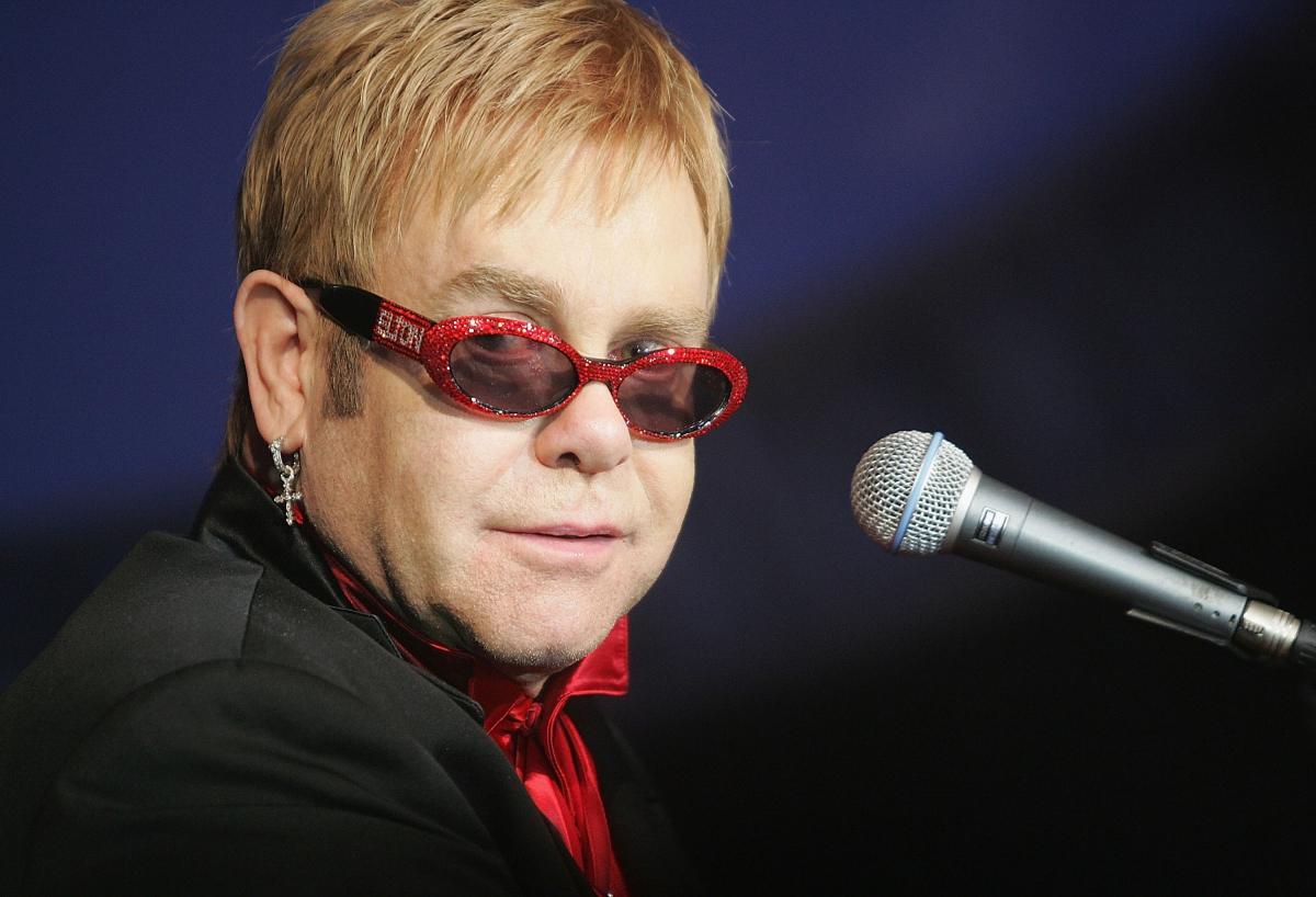 Elton John confirms ro...