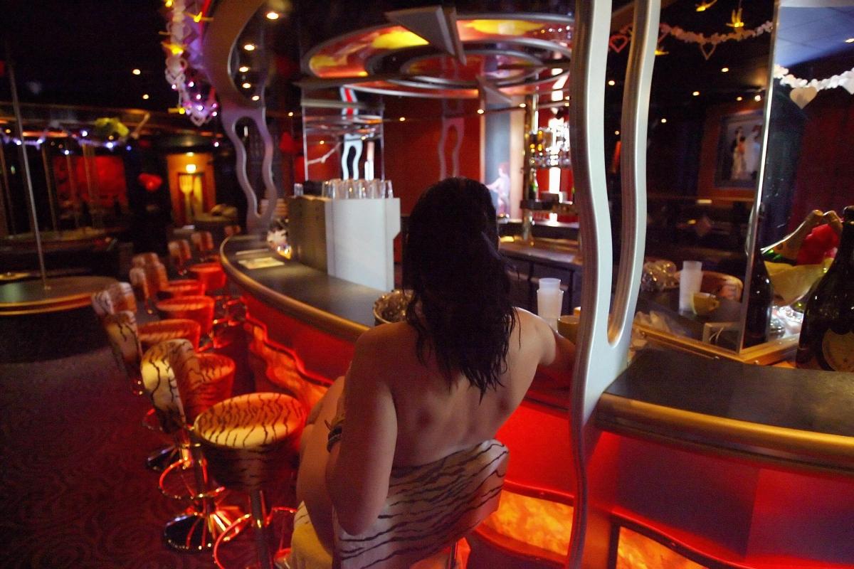 Agadir hooker table dance upskirt no panties amazing ass