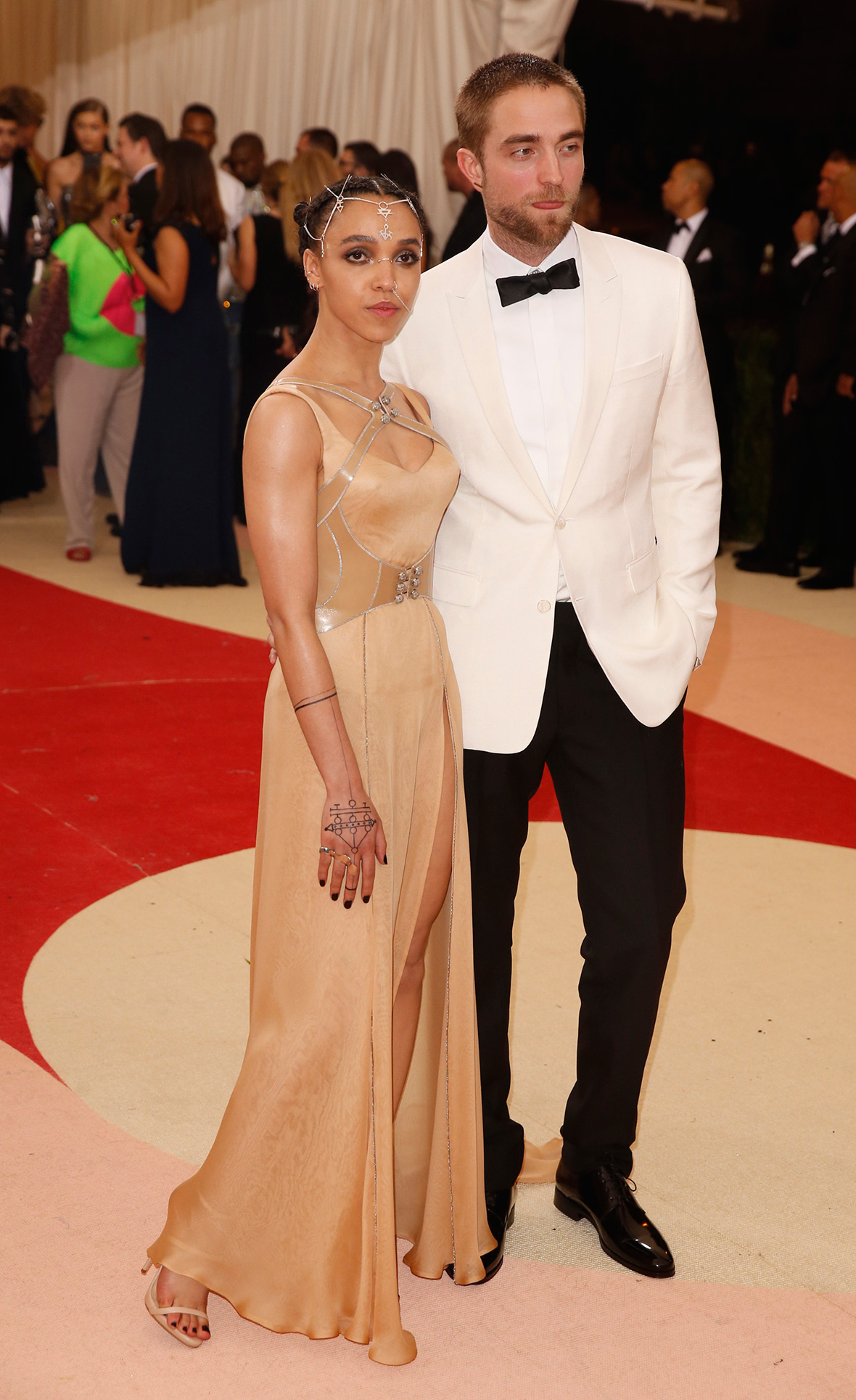 robert pattinson fka twigs started dating Robert pattinson 122 likes robert british singer fka twigs, also known as the girlfriend of actor at just 12 he started as a model but four years.