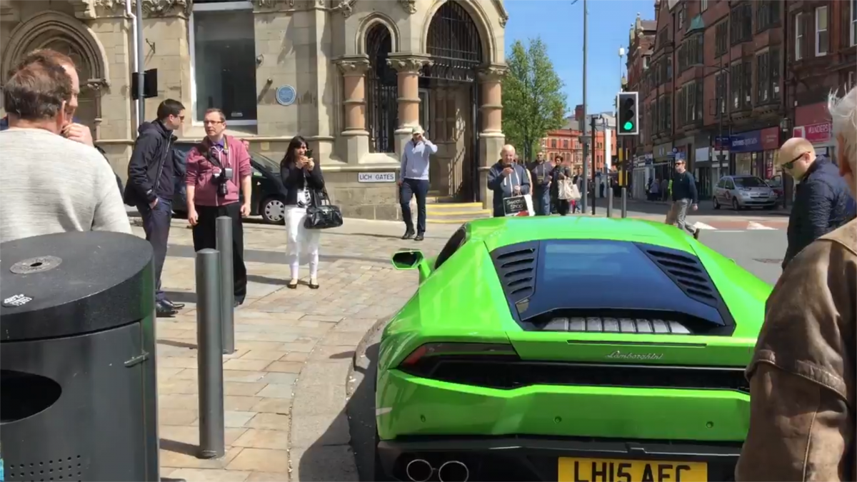 Lamborghini Huracan In Wolverhampton Is The Uk S First Supercar Taxi