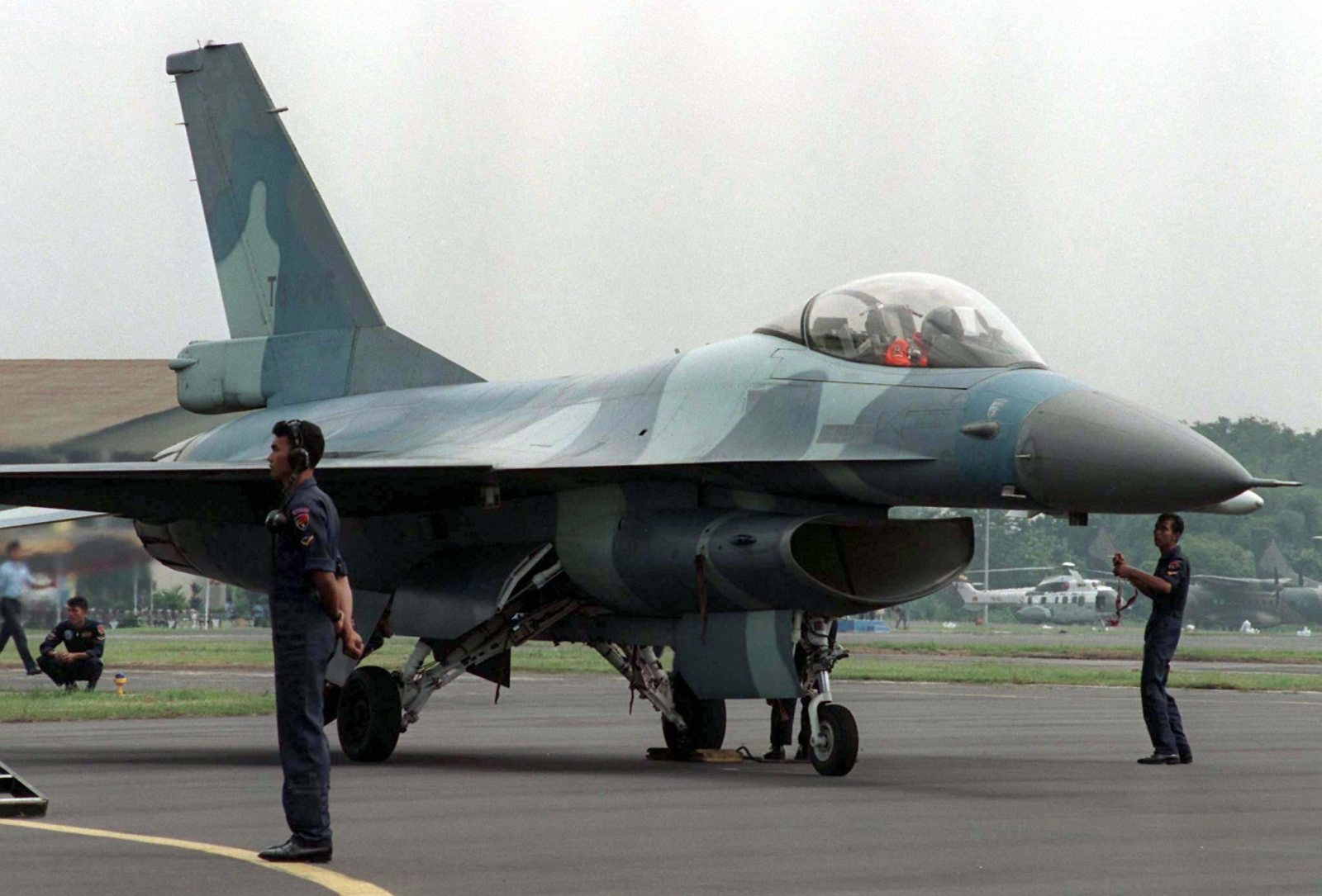 indonesia scrambles fighter jets to intercept malaysian