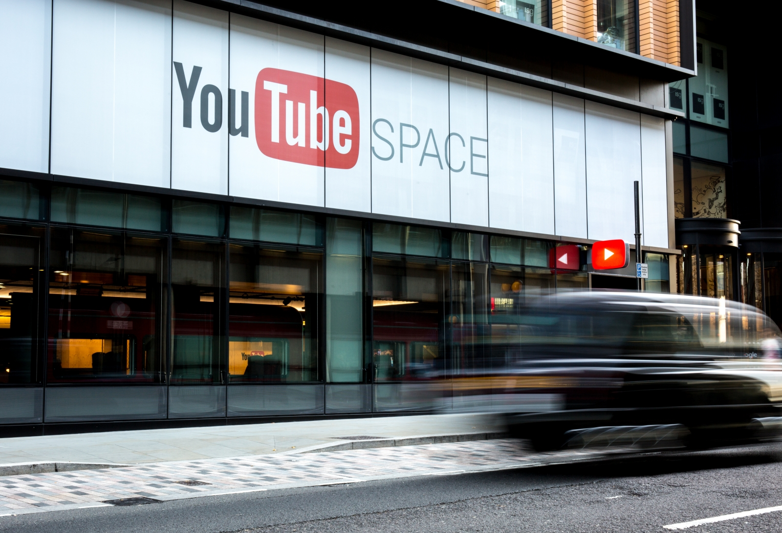 youtube space london opens with 4k cameras vr and more. Black Bedroom Furniture Sets. Home Design Ideas