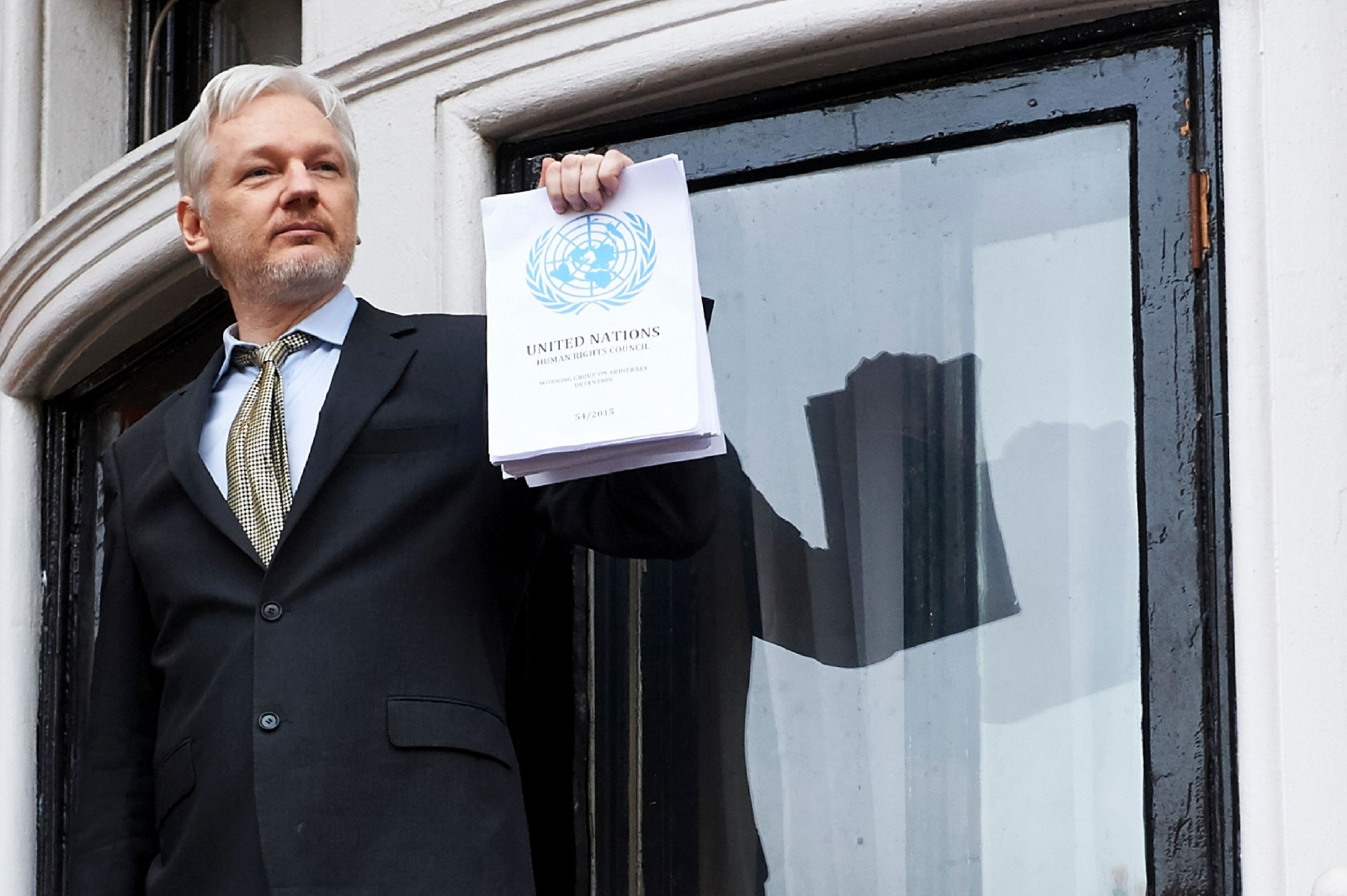 ... Assange offers to turn himself in if Chelsea Manning is released