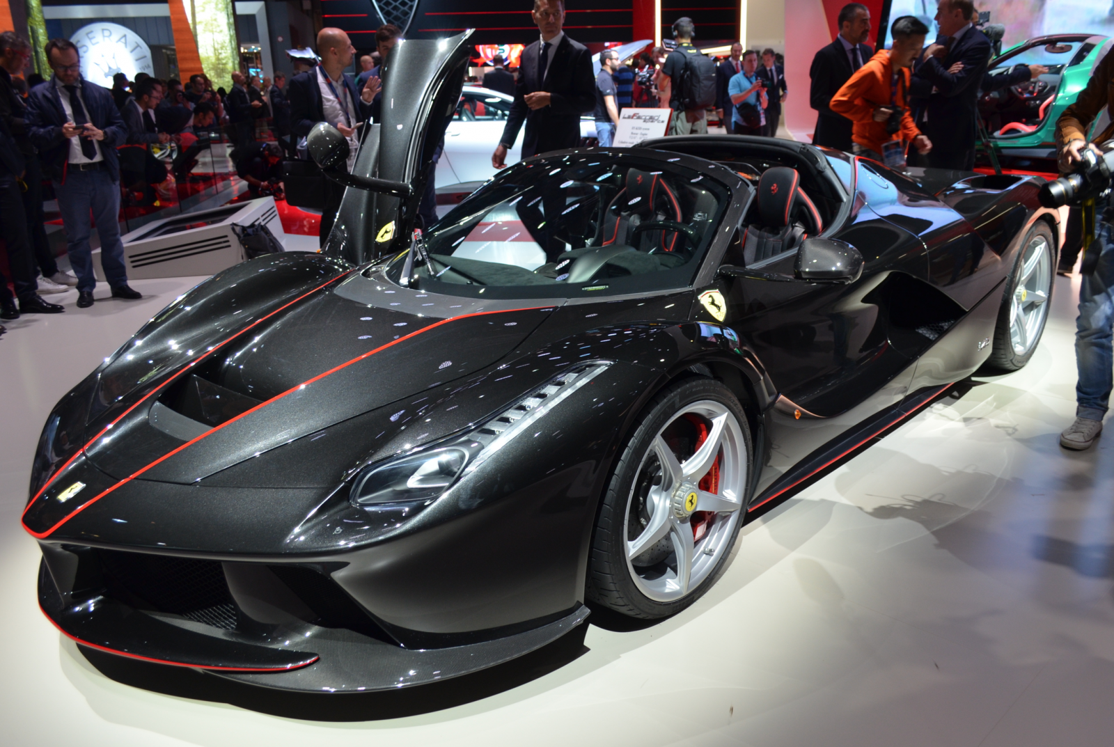 laferrari aperta hands on and everything you need to know. Black Bedroom Furniture Sets. Home Design Ideas