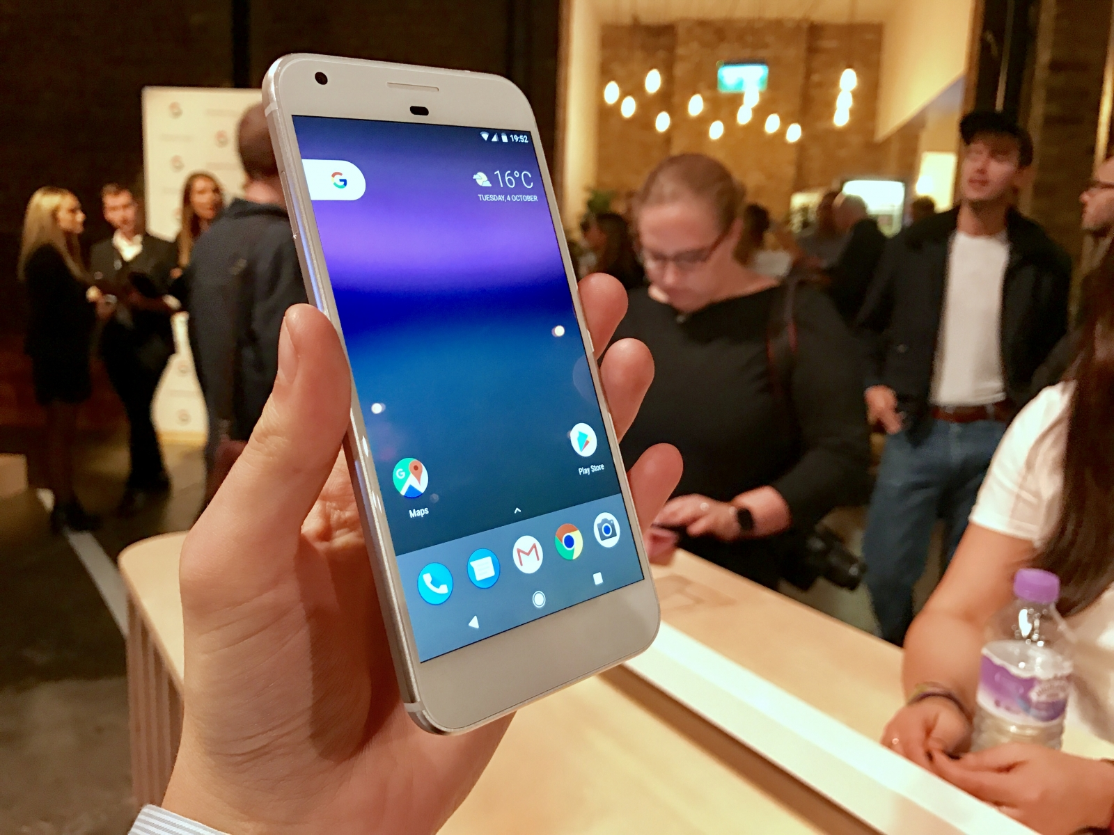 Google Pixel phone hacked in 60 seconds