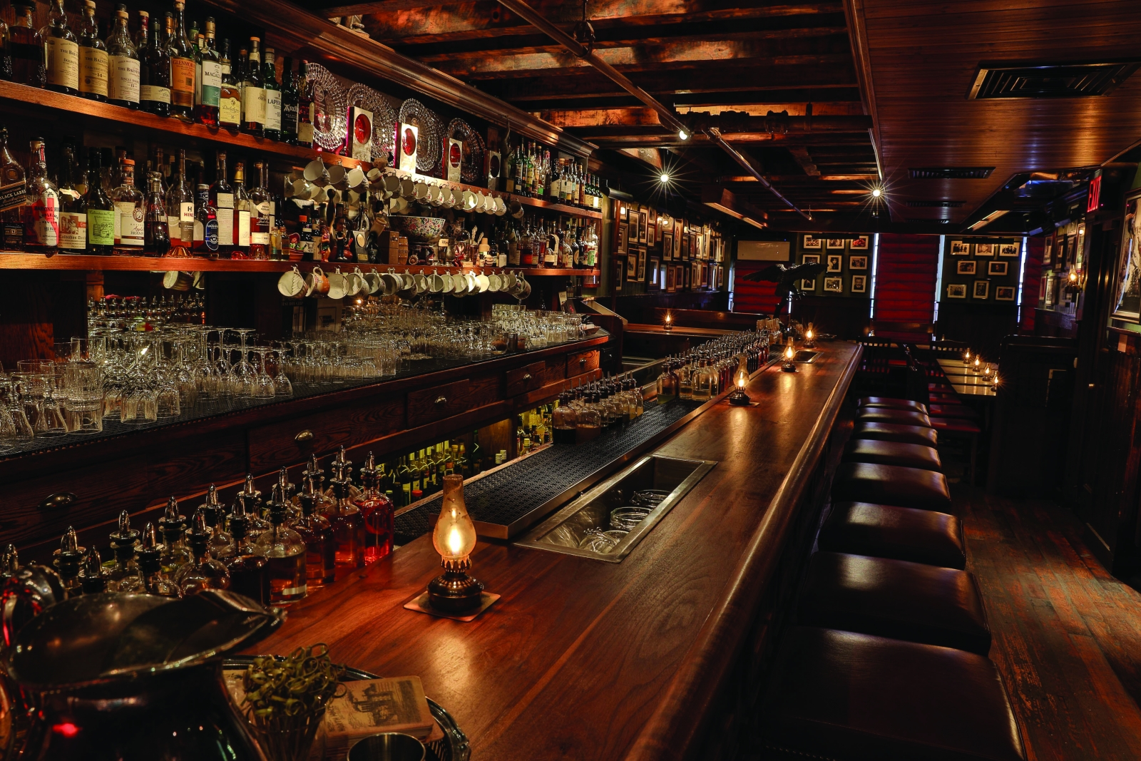 World 39 s 50 best bars dead rabbit in new york clinches top for Best bar ideas in the world