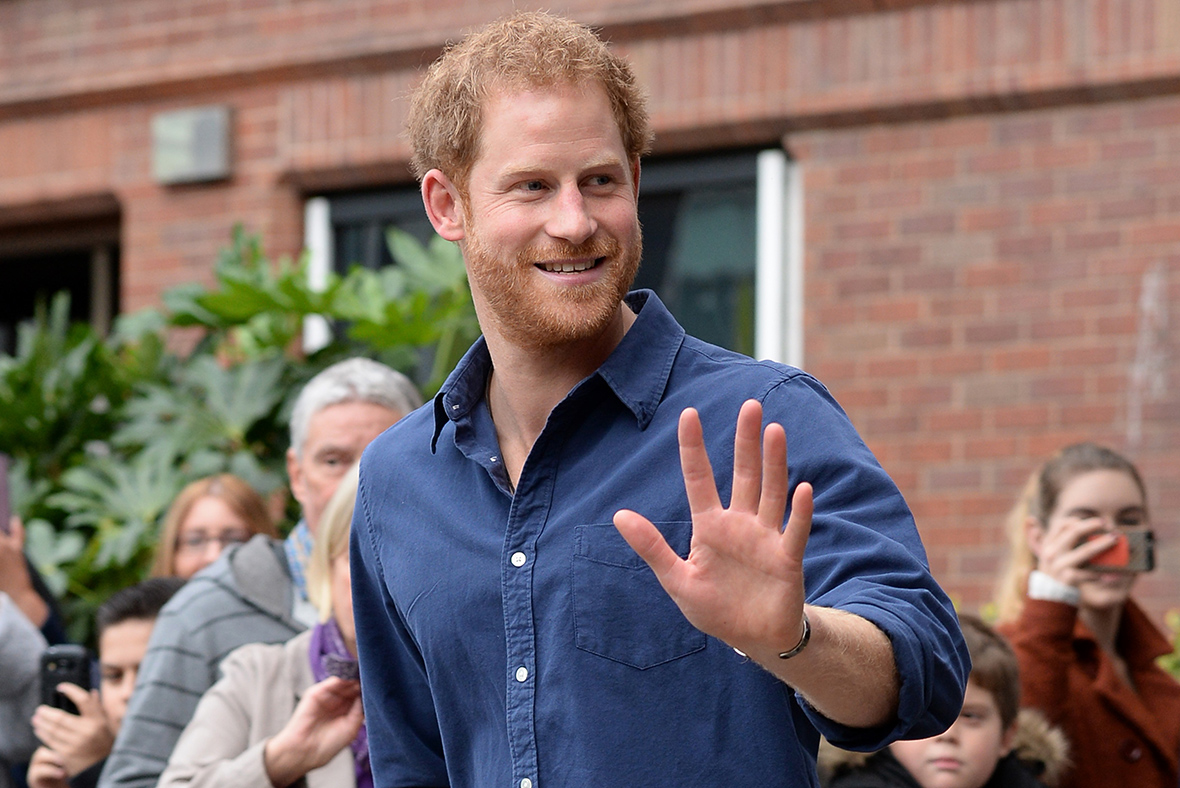 prince harry 39 besotted 39 with suits actress meghan markle as they have secret dates in london. Black Bedroom Furniture Sets. Home Design Ideas