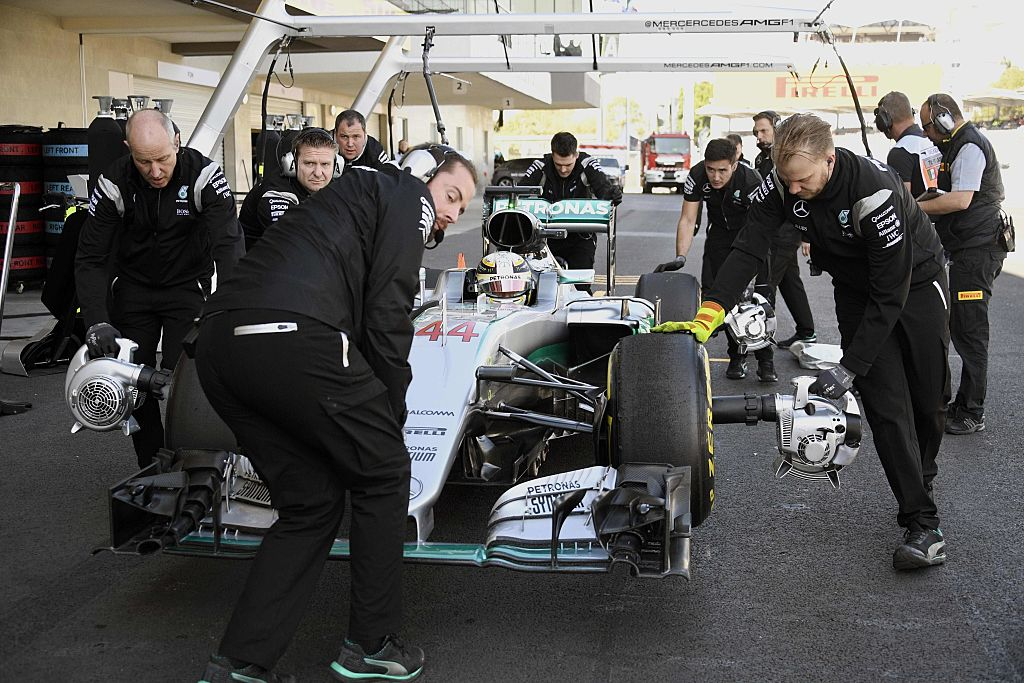 mercedes f1 team member robbed at gunpoint ahead of 2016 mexico grand prix. Black Bedroom Furniture Sets. Home Design Ideas
