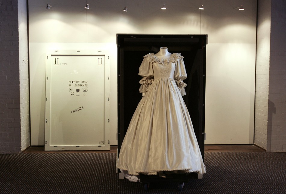 Story Behind Princess Diana S Wedding Dress Revealed