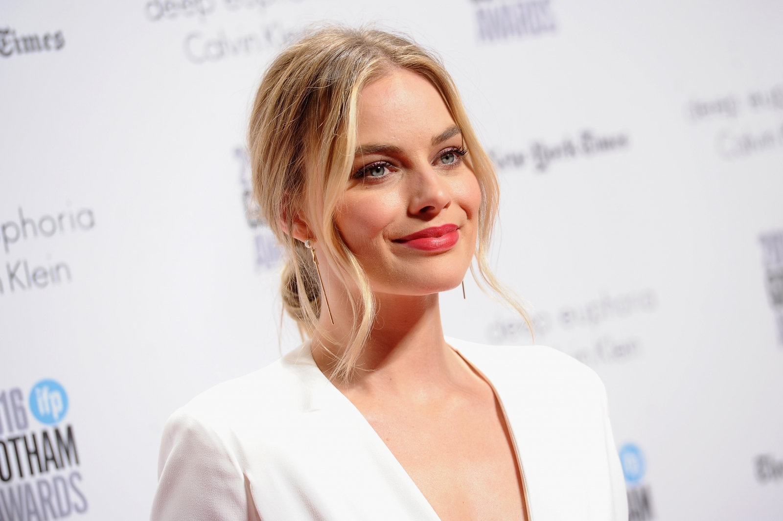 Scorsese: Margot Robbie's 'thunderclap of a slap' on DiCaprio won her Wolf of Wall Street role
